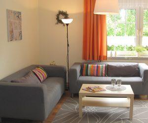 Wohnzimmer in der Ferienwohnung Muschel in Carolinensiel