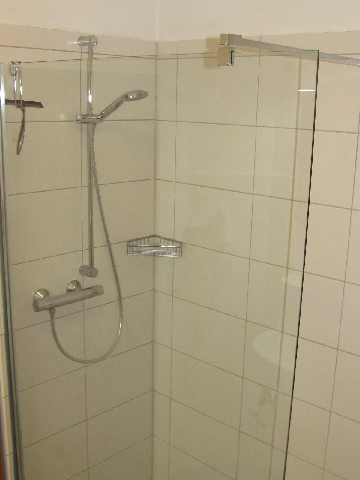 Dusche in der Ferienwohnung Muschel in Carolinensiel